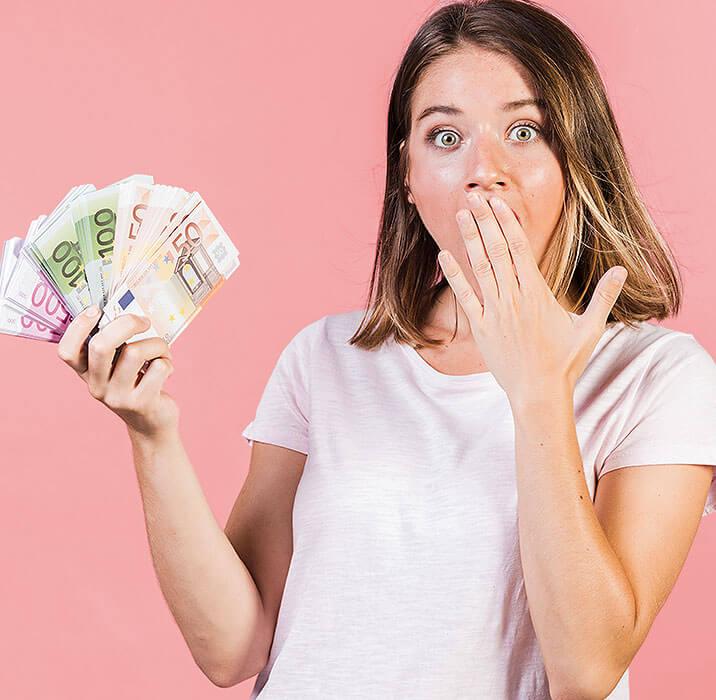 pekné dievča s peniazmi
